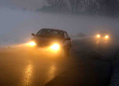 Fahren im Nebel ist anstrengend! Deshalb unbedingt auf ausreichenden Sicherheitsabstand achten. © ADAC