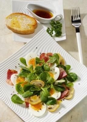 Feldsalat mit Champignons und Balsamicodressing Foto: Wirths PR