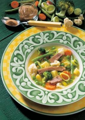 Gemüsesuppe mit Rindfleisch (cholesterinarm) Foto: Wirths PR