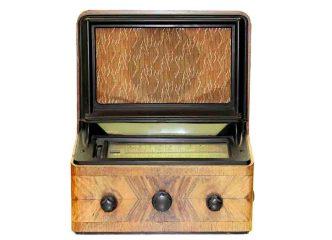 Das AEG-Rundfunkempfangsgerät Super-Geatron 34 WLK aus dem Jahre 1934 Foto: hr/Hanni Warnke
