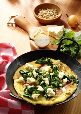 Speckpfannkuchen mit Blattspinat und Feta Foto: Wirths PR