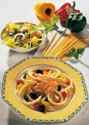 Diät-Rezept: Maccaroni Toscana mit Tomaten-Basilikum-Sauce Foto: Wirths PR