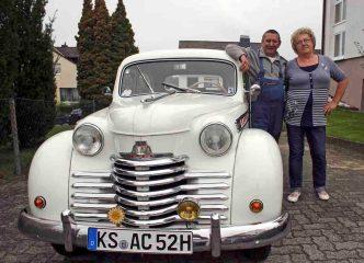 Opel Olympia von Dieter und Isolde Kadlcak hr4-Oldtimer des Monats Dezember Download 481 KB hr4-Oldtimer des Monats Dezember Foto: hr/Uwe Becker Abdruck: honorarfrei