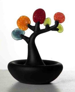 """Die Arbeit """"Bonsai """" von Alma Jantunen ist eines von rund 200 Objekten der Ausstellung """"Finnish Glas Art"""". Foto: Alma Jantunen"""
