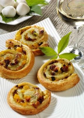 Schnelle Rezepte: Blätterteig-Schnecken mit Käse-Füllung Foto: Wirths PR