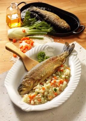 Reis-Rezepte: Forelle Müllerin mit Gemüsereis Foto: Wirths PR