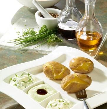 Schnelle Rezepte: Pellkartoffeln mit Quarkdips, Leinöl und Kürbiskernöl