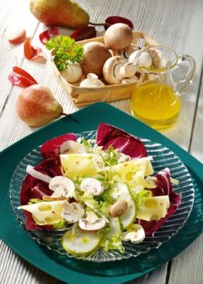 Käse-Rezepte: Pilzsalat mit Emmentaler Foto: Wirths PR