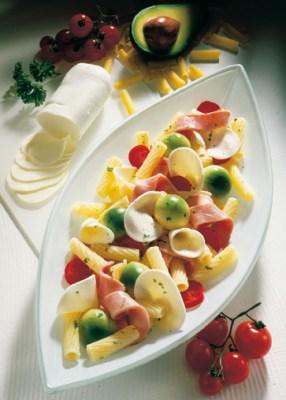 Diät-Rezept: Röhrchen mit buntem Salat Foto: Wirths PR