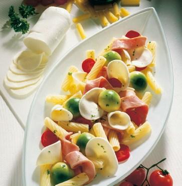 Diät-Rezept: Röhrchen mit buntem Salat