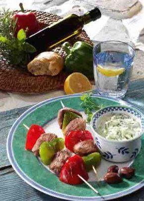 Griechische Rezepte: Souvlaki mit Tsatsiki Foto: Wirths PR