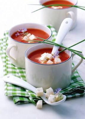 Käse-Rezepte: Tomaten-Mozzarella-Süppchen Foto: Wirths PR/Zott