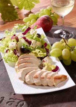 Winzersalat mit Hähnchenbrust und Pistazienkernöl (cholesterinarm) Foto: Wirths PR