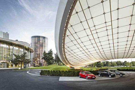"""Über 2 Millionen Gäste besuchten im Jahr 2013 die Autostadt, unter anderem die neue Fahrattraktion """"Ausfahrt""""  © Foto: Autostadt GmbH"""