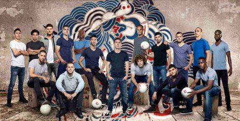 Der deutsche Nationalspieler Mario Gomez (hinten, 3.v.l.) ist Teil des internationalen Fußball-Teams von Pepsi um Superstar Lionel Messi (m.).  © Foto: PepsiCo Int.