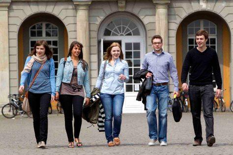 Die Universität Bonn öffnet an den Hochschultagen ihre Tore für Studieninteressierte. (c) Foto: Barbara Frommann/Uni Bonn