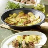 Kartofffelgerichte: Apfel-Kartoffel-Pfanne mit marinierten Filetspießen