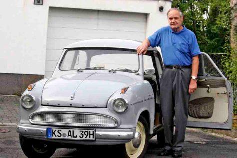 Dieter Trensch aus Fuldatal und sein Lloyd Alexander TS (Baujahr 1959) Foto: HR/Uwe Becker