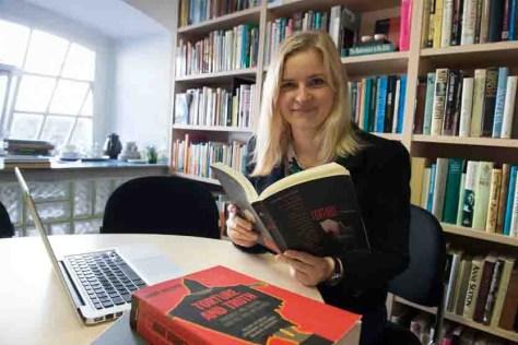 Katrin Dauenhauer ist Absolventin des Nordamerikastudienprogramms der Universität Bonn. Sie schrieb eine Dissertation über Debatten zu Menschenrechtsverletzungen der USA. (c) Foto: Barbara Frommann/Uni Bonn