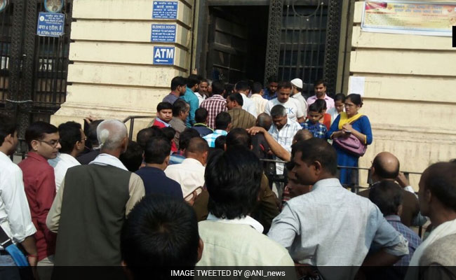 long-queue-at-banks_650x400_51478761268