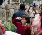 crpf-srinagar-in-daughter-wife-unfurl-flag_d9c41be0-81c8-11e7-929c-3545fa1ac73c