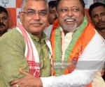 KOLKATA, WEST BENGAL, INDIA - 2017/11/06: Dilip Ghosh (left) welcomes Mukul Roy (right) during the press meet at Bharatiya Janta Party (BJP) state office in Kolkata.Former Trinamool Congress leader Mukul Roy arrives at Bharatiya Janta Party (BJP) Kolkata office after joining the BJP on November 6, 2017 in Kolkata. (Photo by Saikat Paul/Pacific Press/LightRocket via Getty Images)