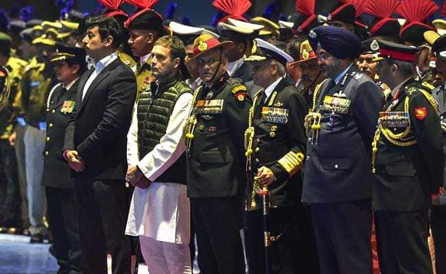 e4qotquo_rahul-gandhi-pays-tribute-after-pulwama-attack_625x300_15_February_19