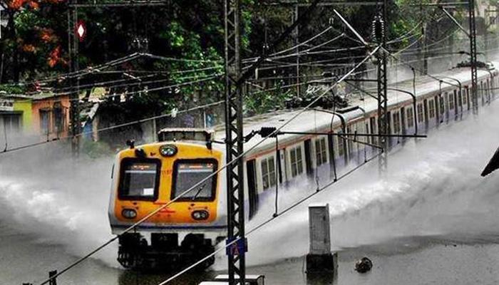 808643-mumbai-local-train
