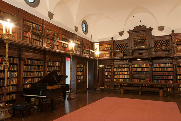 The Library at the House of the Redeemer, New York. Photo Michaei Miller 2013.