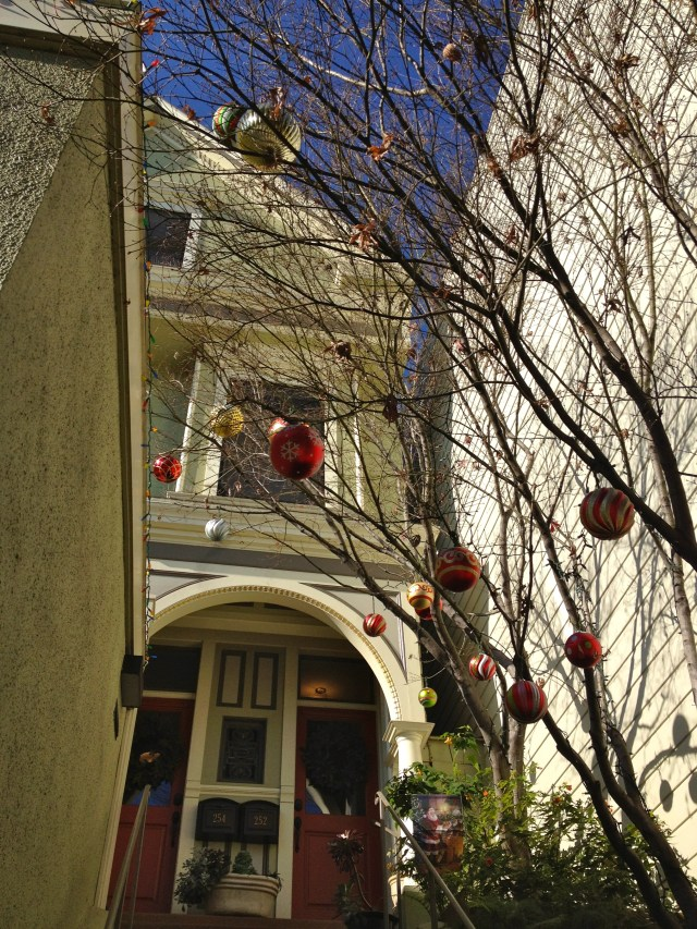christmas-sf-tree-decor