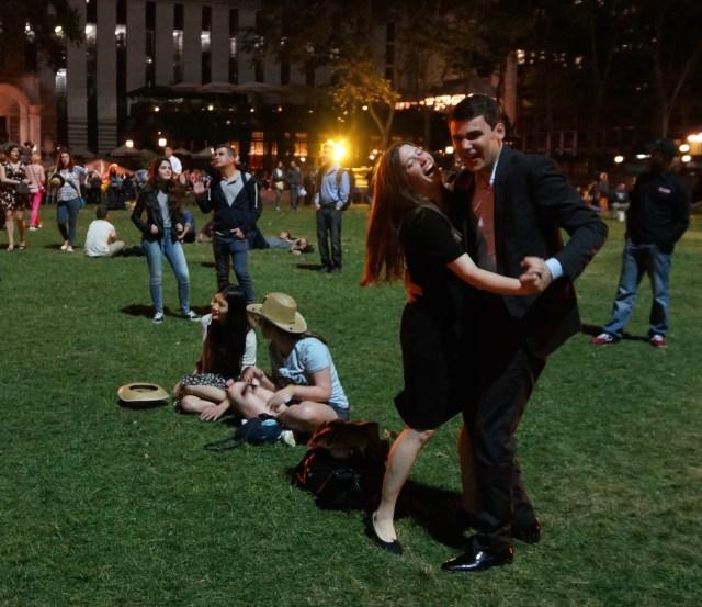 bryant-park-square-dance-couple
