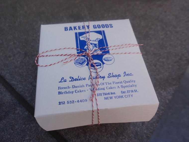 la delice pastry shop box