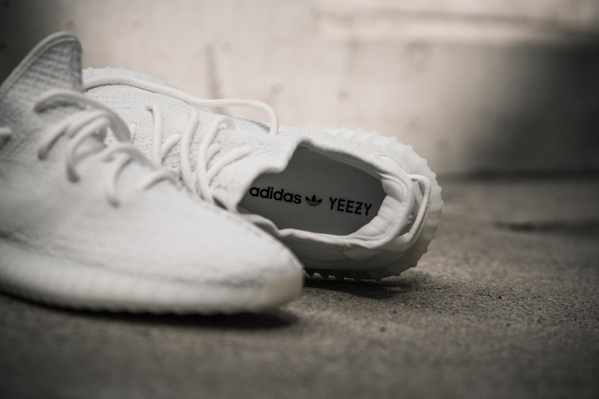 adidas-yeezy-boost-350-v2-cream-white-foot-01