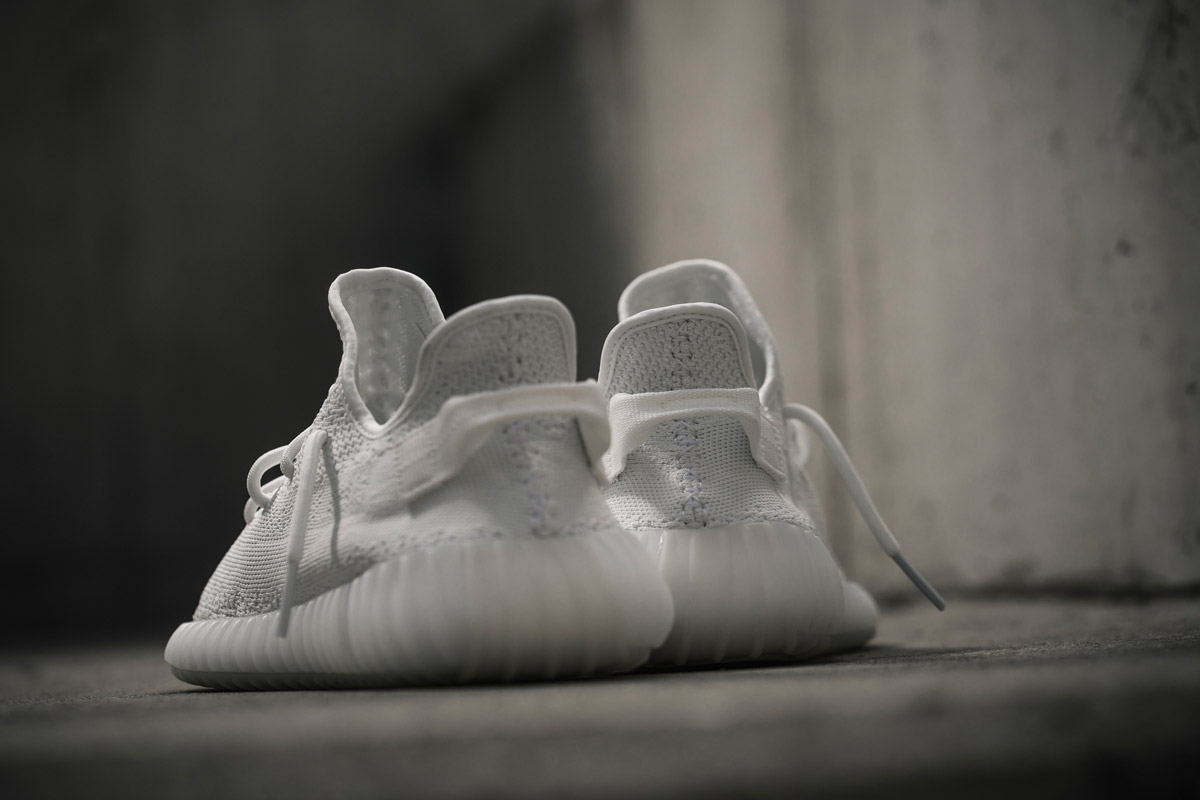 adidas-yeezy-boost-350-v2-cream-white-foot-09