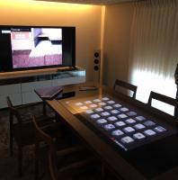 三菱地所ホーム瀬田ホームギャラリーに設置した、「コミュニケーションテーブル」