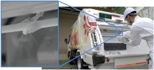 塵芥車と噴霧装置(左)
