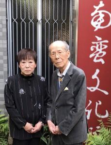 矢野孝子館長(左)と筆者