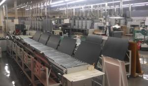 CTPから出力された刷版は使用する各印刷機のスタッカーへと自動で振り分けられる