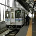 旭川で出発を待つマイタウン列車ラベンダー号