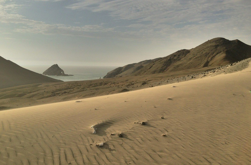 Photo: Sand dunes and ocean north of Huarmey, Peru