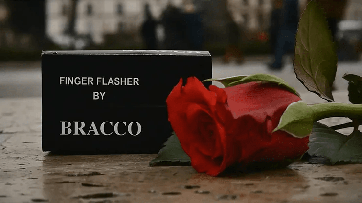 Review: Finger Flasher (Natural/ Black) by Jeremy Bracco
