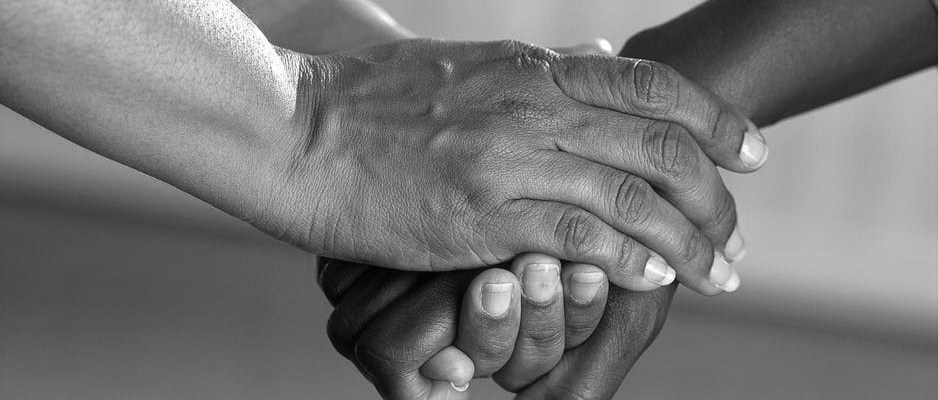 2017-12-29-BW-clasped-hands-comfort-hands-people-45842