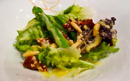 Insalata di asparagi - an asparagus salad with sundried tomatoes, sesame seeds, and pinenuts