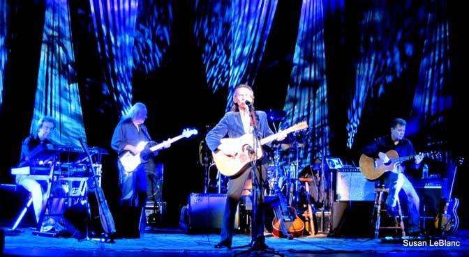 Gordon-Lightfoot-and-band-blue-sb