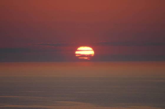 斜里町ウトロの海岸から見た夕陽1