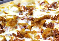 Noces_chicken_ranch_pizza