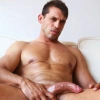 [Lucio Saints] El madrileño hetero Izan Navas se mete un pajote viendo porno en casa