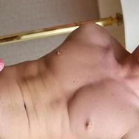 [Bentley Race] Andre Johnson se pajea su gorda pollaza y se la masturba con un fleshjack