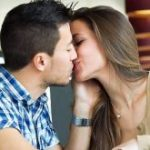 How to Kiss a Girl On a Date (With Passion and Perfectly)