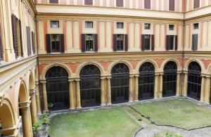 Foto del cortile interno della sede dell'Archivio di Stato di Bologna